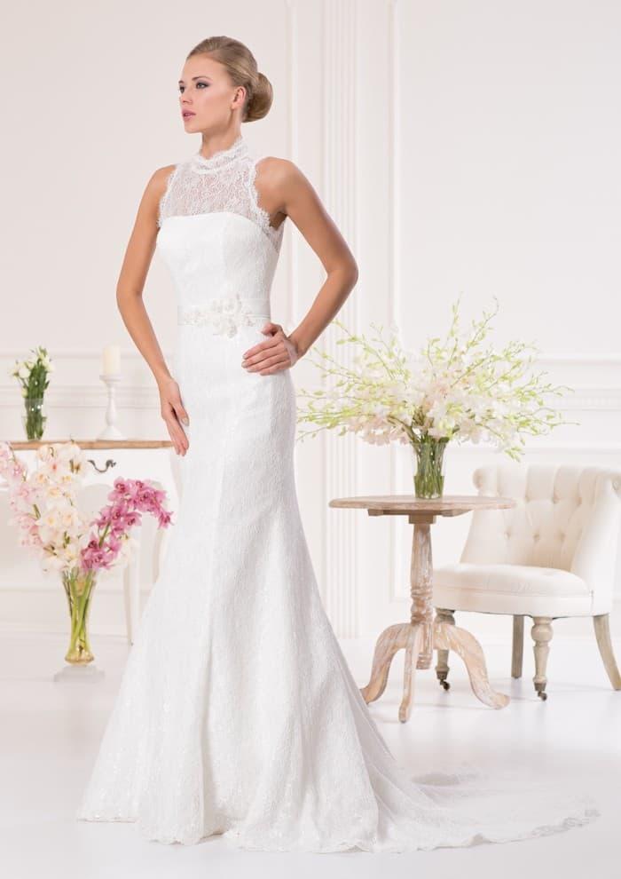 Кружевное свадебное платье «принцесса» с длинным шлейфом и американской проймой.