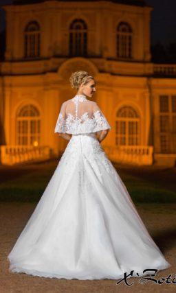 Стильное свадебное платье силуэта «принцесса» с широким полупрозрачным болеро.