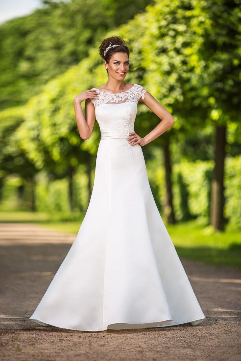 Лаконичное свадебное платье силуэта «рыбка» с изящным кружевным лифом.