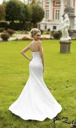 Атласное свадебное платье силуэта «рыбка» с изящным болеро и лифом прямого кроя.