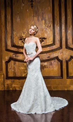 Свадебное платье силуэта «рыбка» с оригинальным полупрозрачным болеро с кружевом.