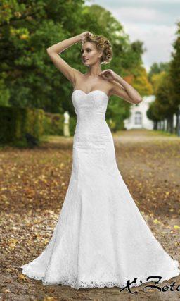 Кружевное свадебное платье «рыбка» со шлейфом и ажурным болеро с коротким рукавом.