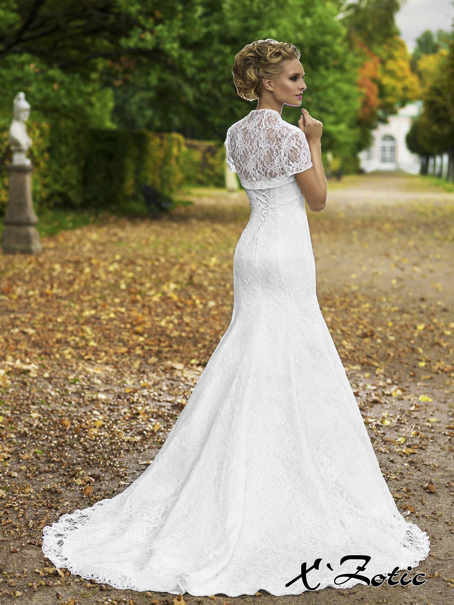 свадебные платья прямого силуэта фото прически для них