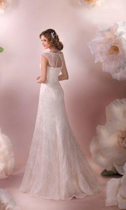 Ажурное свадебное платье прямого силуэта с небольшим вырезом на спинке.