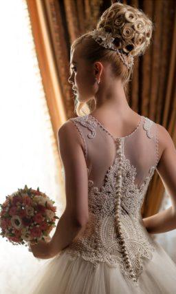 Пышное свадебное платье с романтичной бисерной отделкой корсета.