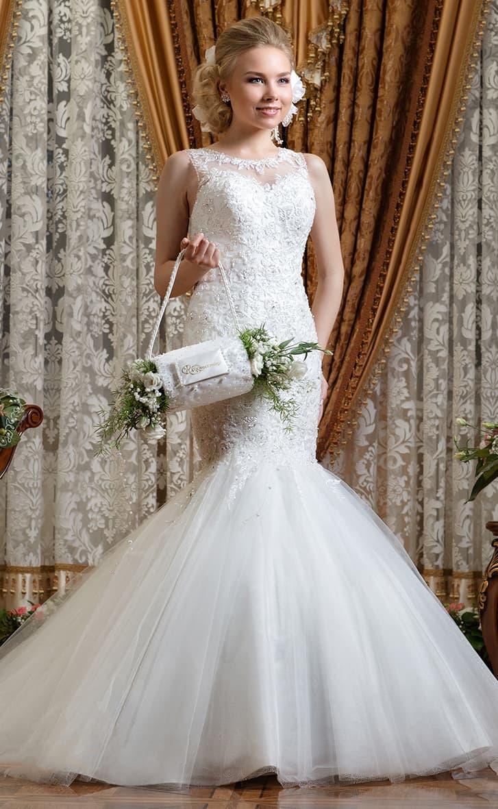Расшитое бисером свадебное платье «рыбка» с невероятно пышной юбкой.