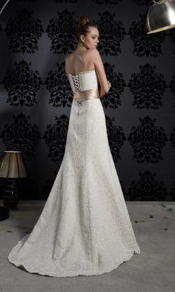 Кружевное свадебное платье «рыбка» с широким атласным поясом кремового цвета с вышивкой.
