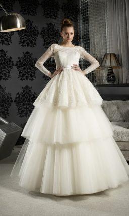 Пышное свадебное платье с юбкой-трансформером и длинными кружевными рукавами.