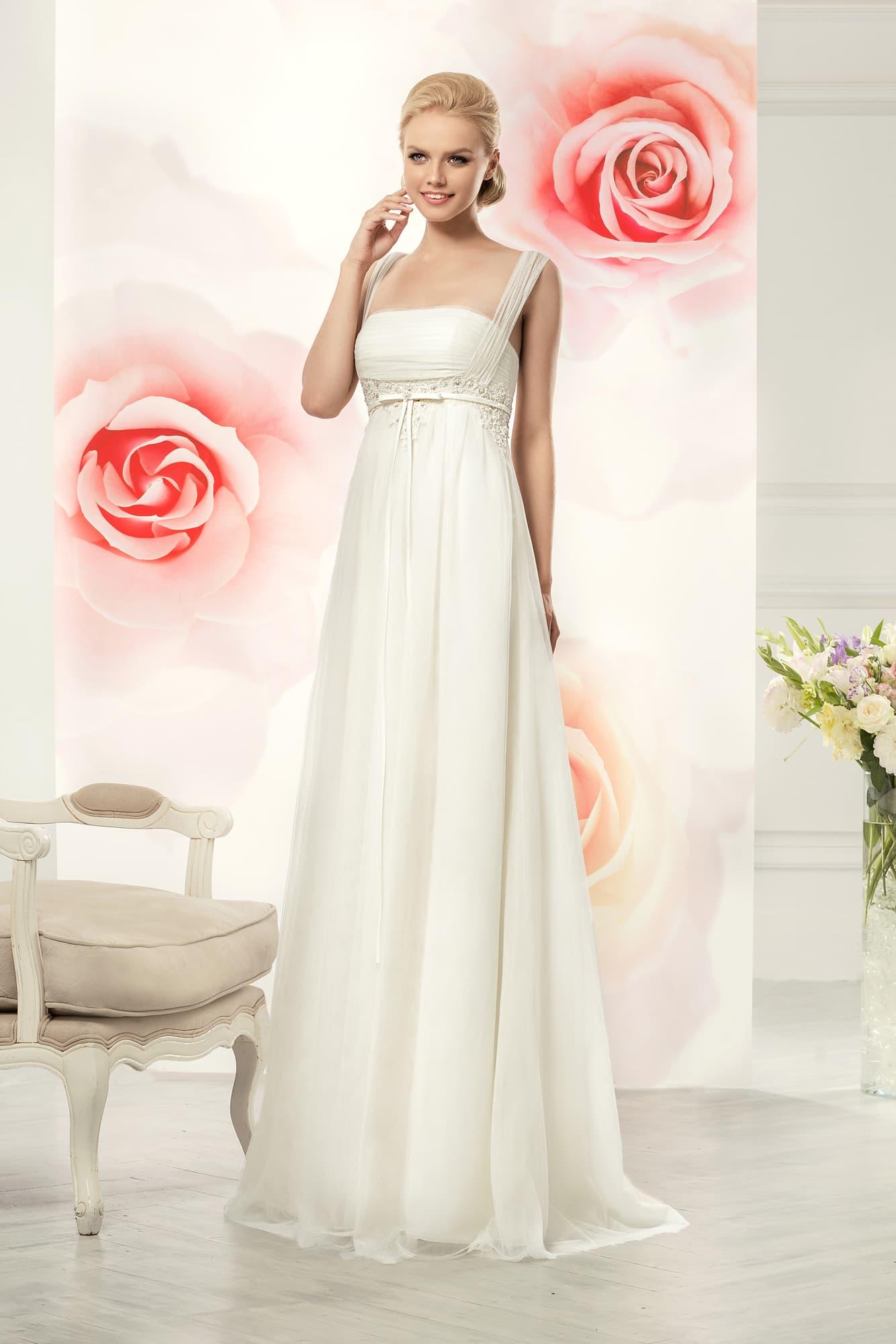 6ae8dd78e73 Нежное свадебное платье в ампирном стиле с кружевным декором завышенной  талии.