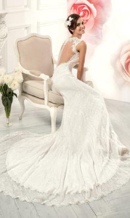 Свадебное платье силуэта «рыбка» с ажурным вырезом «замочная скважина» на спинке.