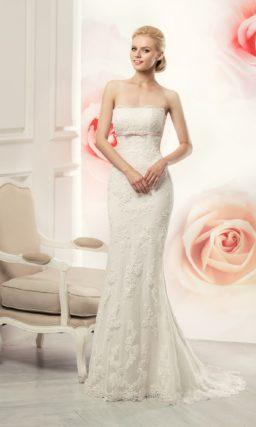 Открытое свадебное платье силуэта «рыбка» с завышенной линией талии.