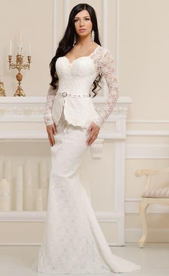Кружевное свадебное платье «рыбка» с длинным рукавом и плотной короткой баской.