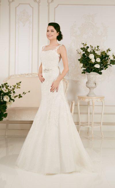 Кружевное свадебное платье силуэта «рыбка» с фигурными бретельками.