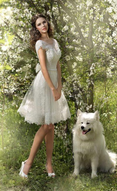 Короткое платье с бантом
