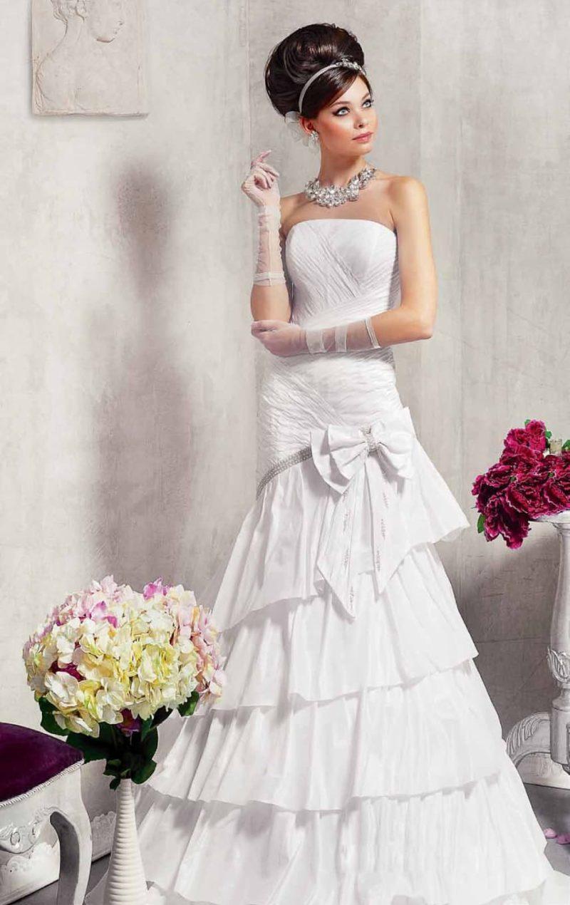 Свадебное платье «рыбка» с юбкой, созданной из нескольких уровней оборок.