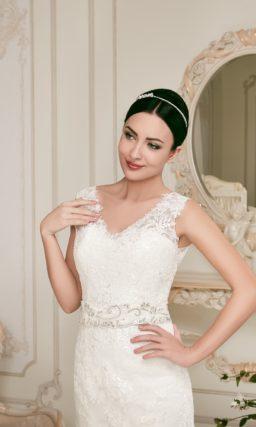 Свадебное платье с силуэтом «рыбка», украшенное кружевом по всей длине.