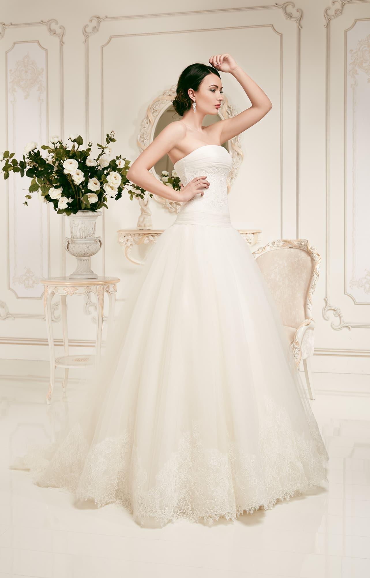 Свадебные платья, вечерние платья, аксессуары для невест, свадебный салон в Уфе