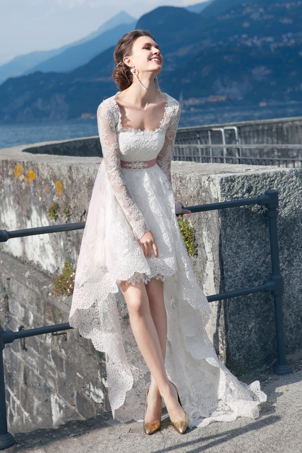 Свадебное платье с розовым шлейфом