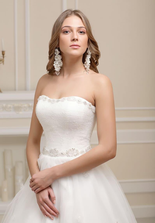 свадебное платье с торжественным пышным силуэтом