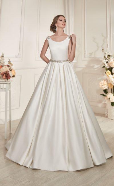 Атласное свадебное платье силуэта «принцесса» с бисерным декором на бретелях и линии талии.