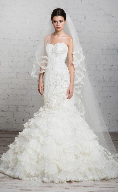 Свадебное платье с лифом-сердечком и невероятно пышной юбкой силуэта «рыбка».