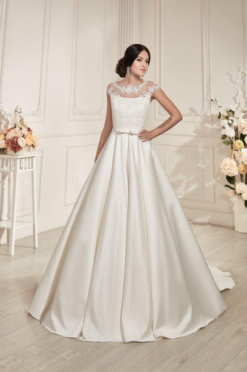 Великолепное свадебное платье «принцесса» с атласной юбкой с длинным шлейфом.