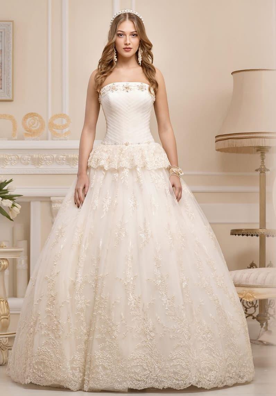 Пышное свадебное платье с баской