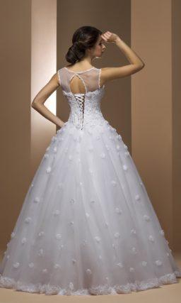 Закрытое свадебное платье силуэта «принцесса» с объемным декором по всей юбке.