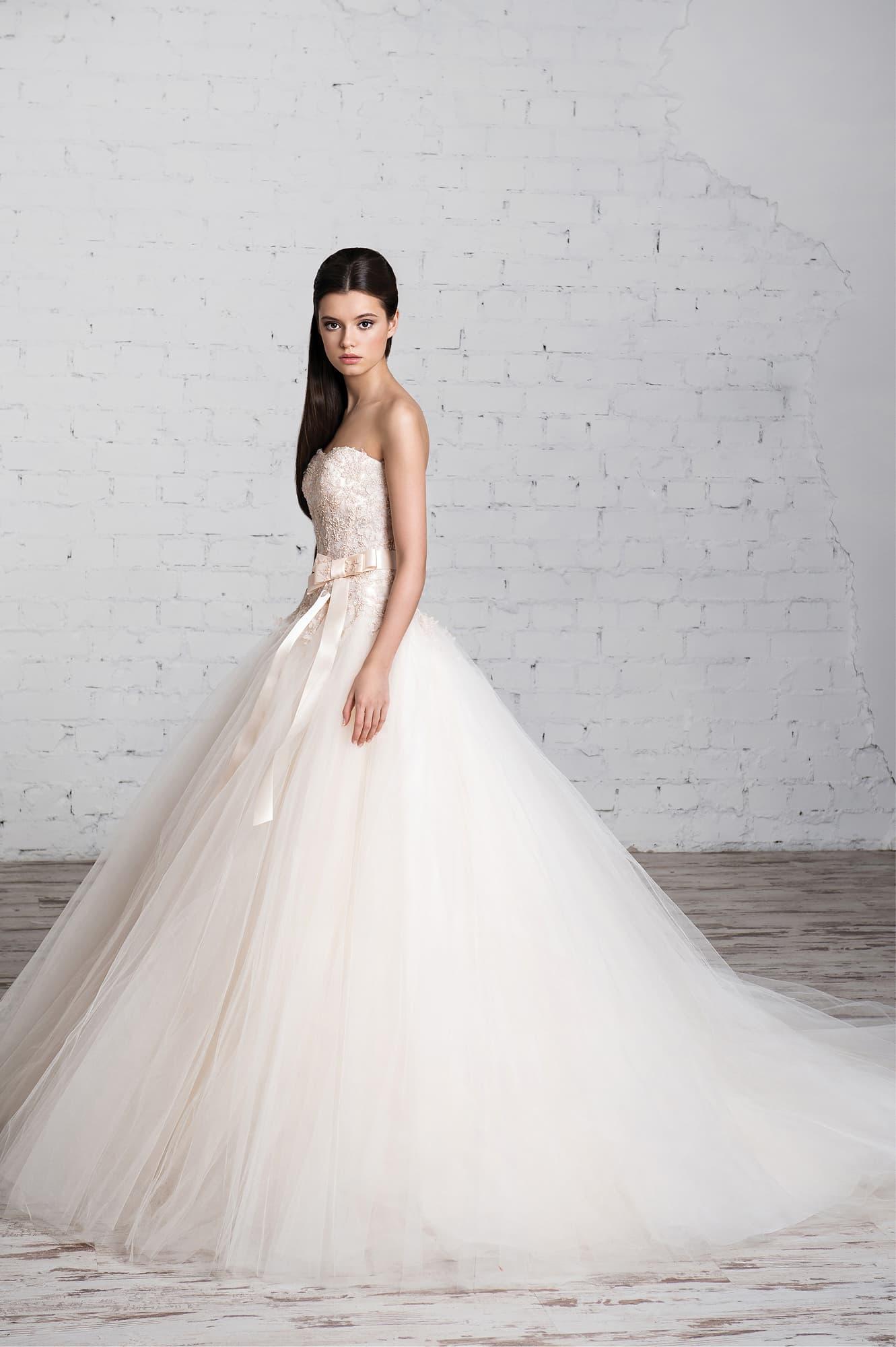 Красивые платья цвета пудры