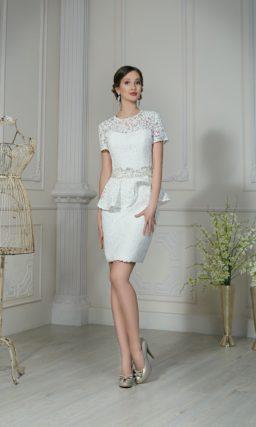 Короткое платье с баской