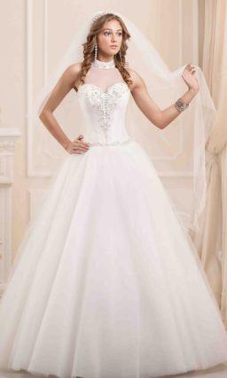 Роскошное свадебное платье с силуэтом «принцесса», американской проймой и вышивкой на лифе.