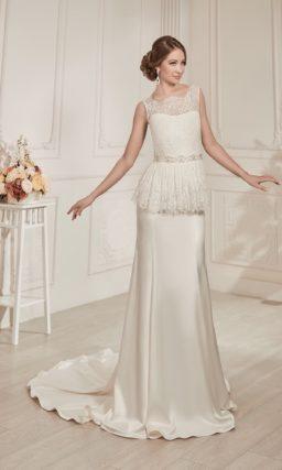 Атласное свадебное платье прямого силуэта с потрясающим шлейфом и пышной баской.