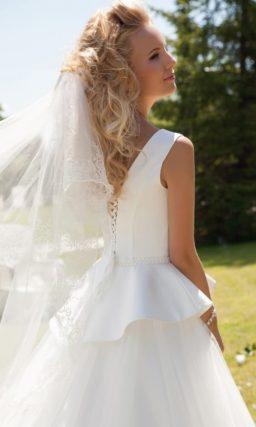 Платье с атласной баской