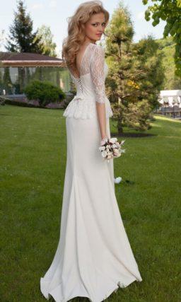 Свадебное платье прямого силуэта с закрытым кружевным верхом и открытой спиной.