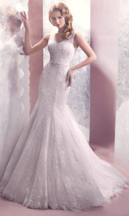 Свадебное платье с облегающей юбкой силуэта «рыбка» и изящным закрытым лифом.