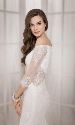 Соблазнительное свадебное платье «русалка» с портретным декольте и длинными рукавами.