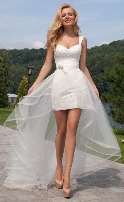Платье со съемным шлейфом