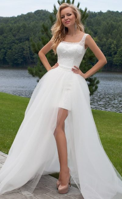 32c73929b8b75e7 Выбираем модное короткое свадебное платье со шлейфом (длинное сзади ...