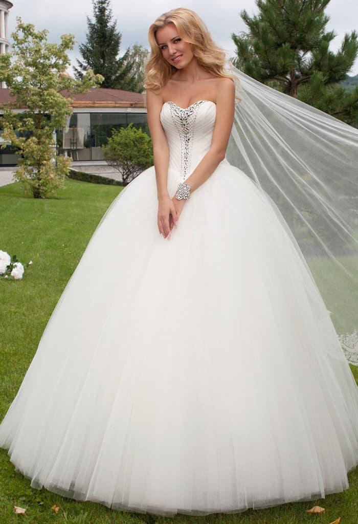 Красивое очень пышное платье