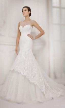 Свадебное платье с закрытым лифом и юбкой силуэта «рыбка» с кружевным верхом.