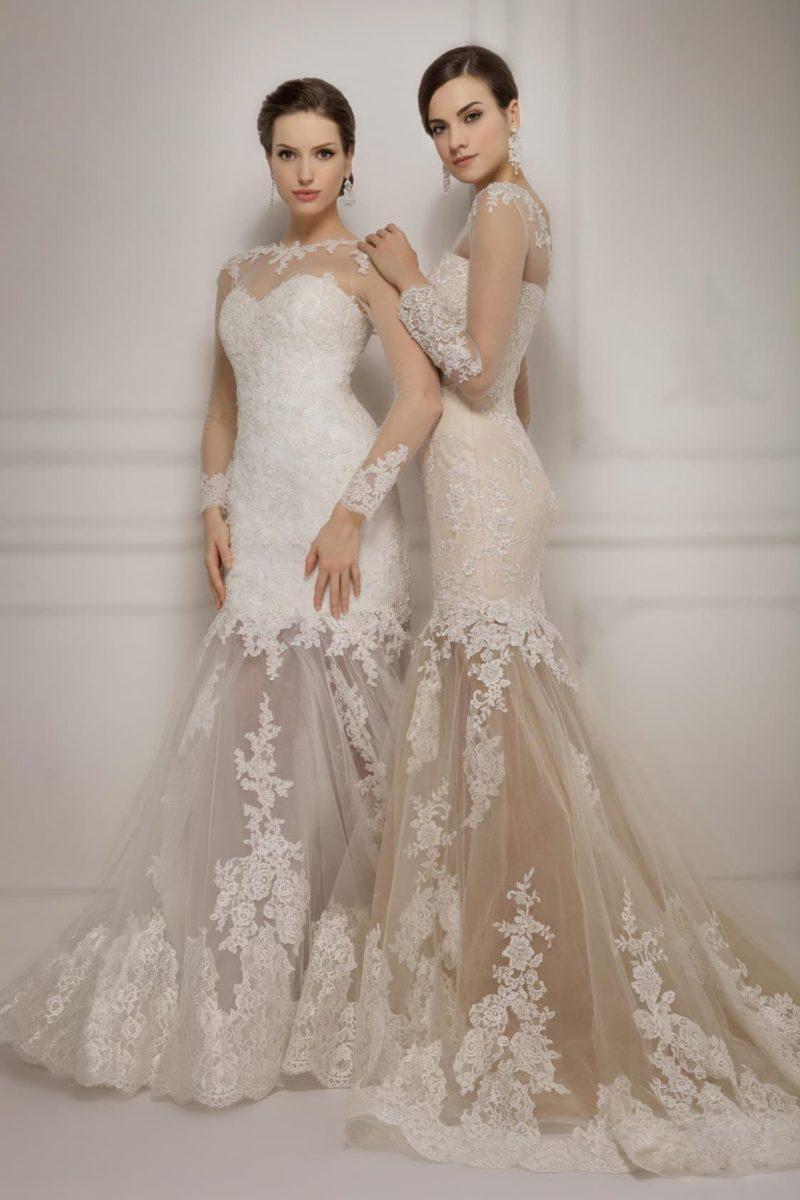 Свадебное платье с длинными прозрачными рукавами и юбкой силуэта «рыбка» со шлейфом.