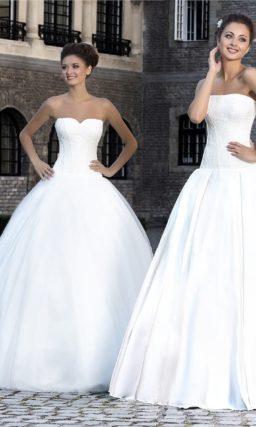 Лаконичное свадебное платье с А-силуэтом и слегка заниженной линией талии фактурного корсета.
