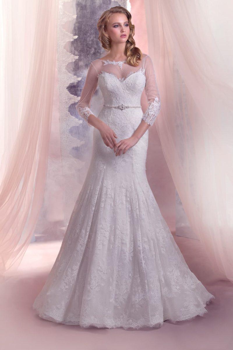 Свадебное платье с открытой спиной, ажурными рукавами и юбкой силуэта «рыбка».
