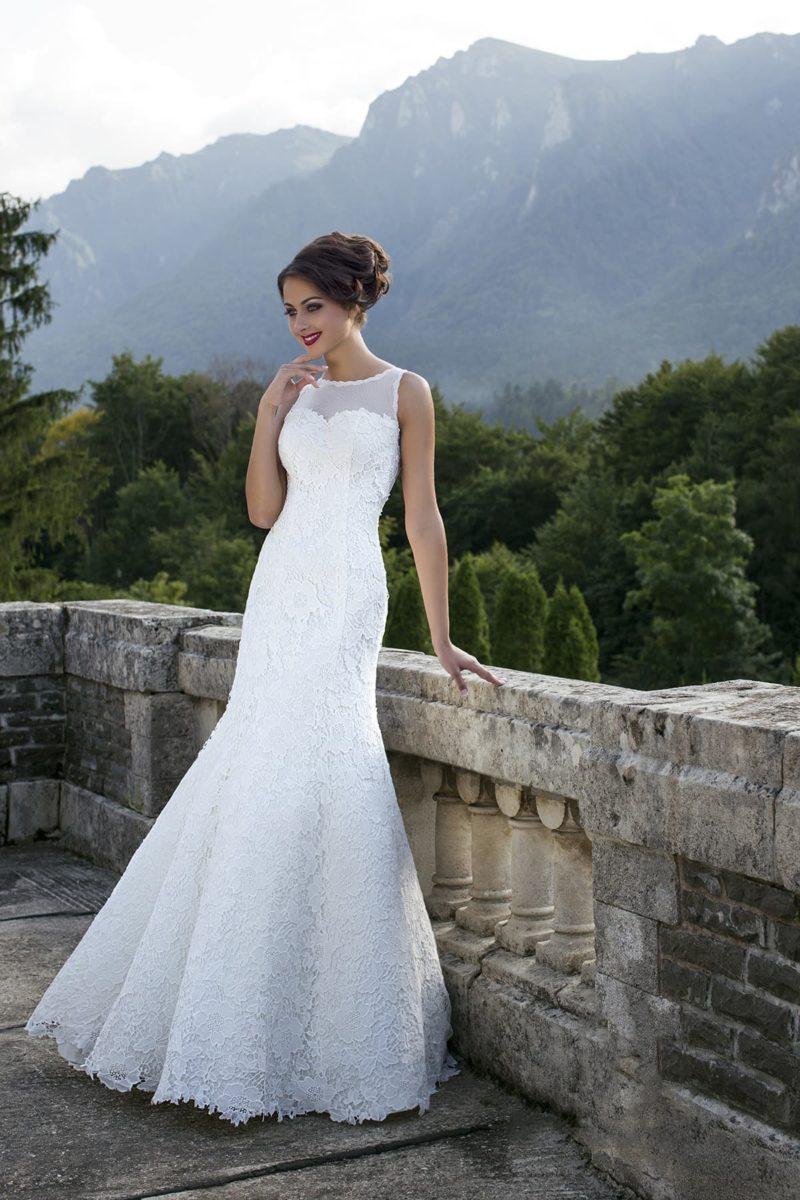 Кружевное свадебное платье с юбкой «рыбка» и американской проймой лифа.