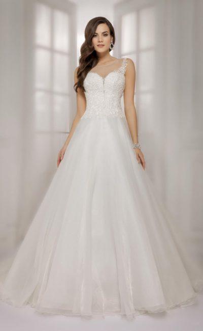 Свадебное платье А-силуэта с ажурным корсетом и роскошным вырезом на спинке.