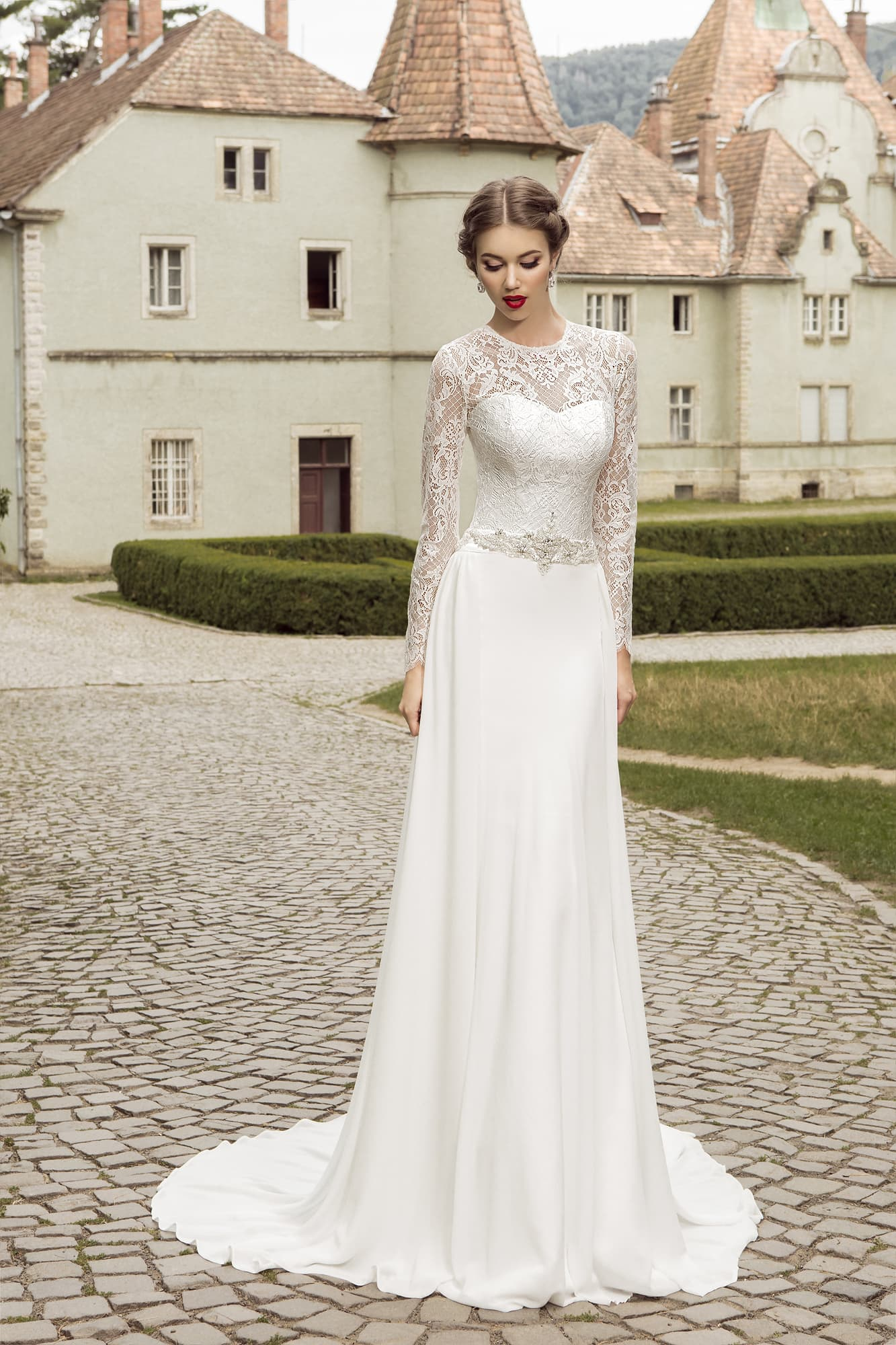 80038482d1a Прямое свадебное платье с элегантным закрытым верхом с длинным рукавом.