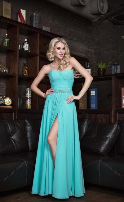 Платье с высоким разрезом