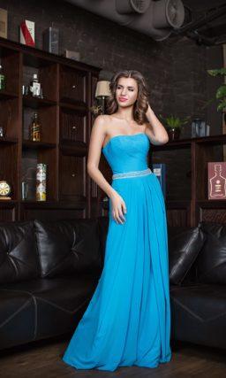 Открытое вечернее платье с элегантной отделкой из тонких драпировок по корсету.