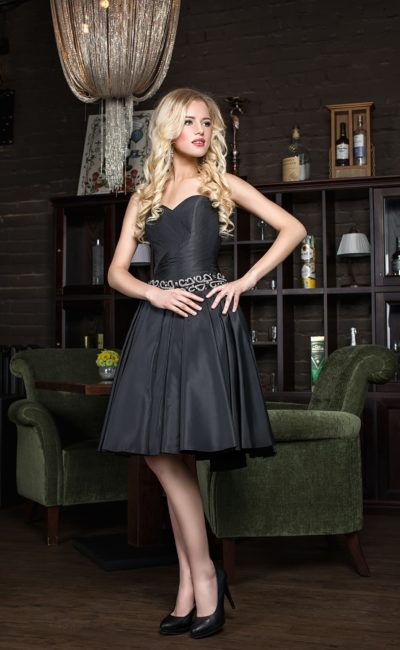 Коктейльное черное недорогое короткое платье