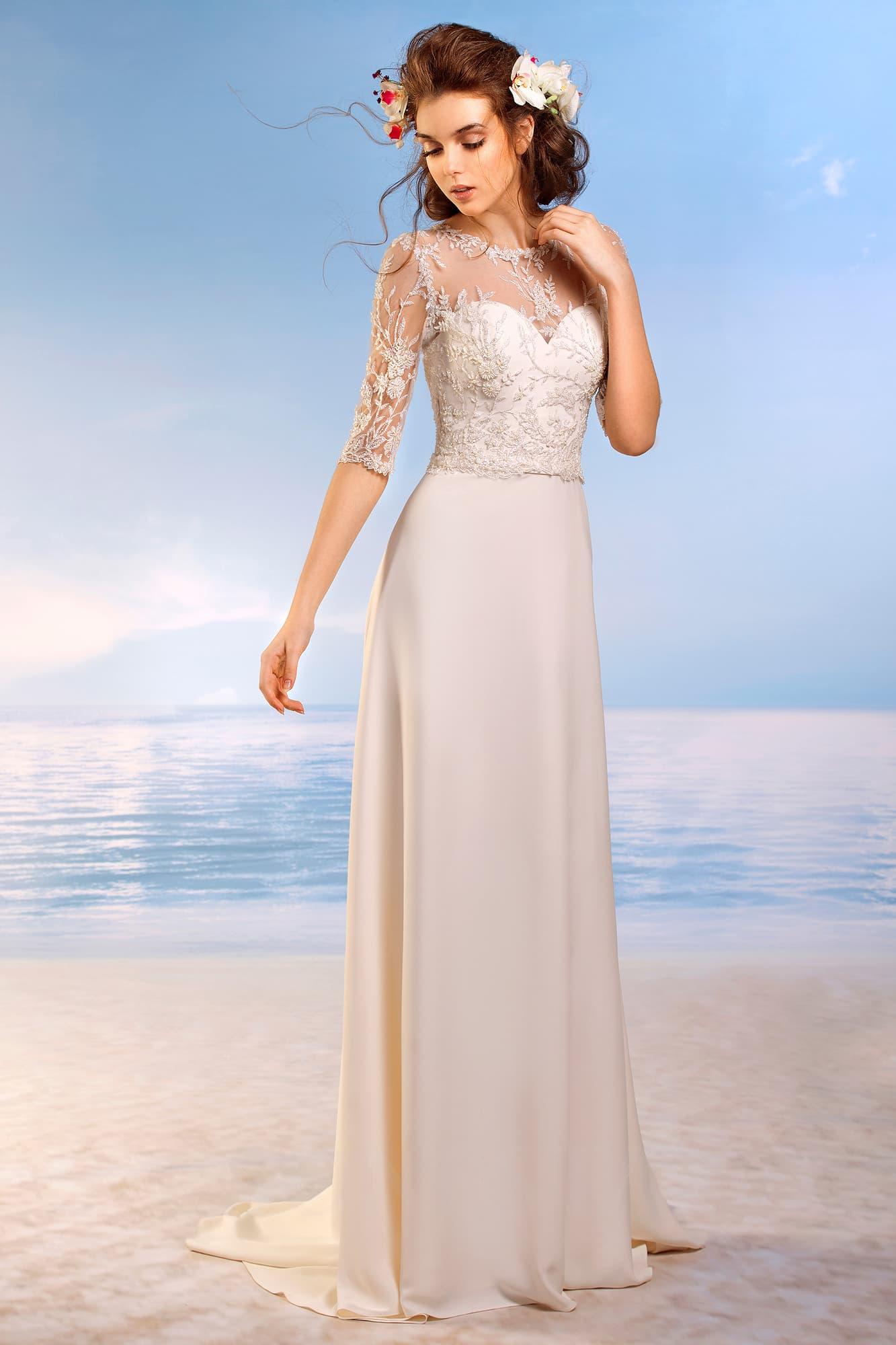 0d5729e60af Изысканное свадебное платье из атласа с глубоким вырезом в форме сердца